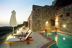 Villa Amfitrita - relax by the pool in the evening